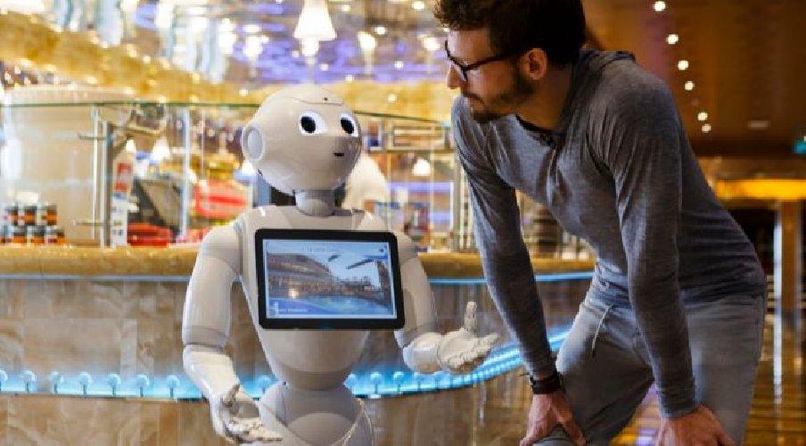https://www.ragusanews.com//immagini_articoli/07-12-2017/pepper-robot-albergatore-potrebbe-arrivare-anche-letojanni-500.jpg