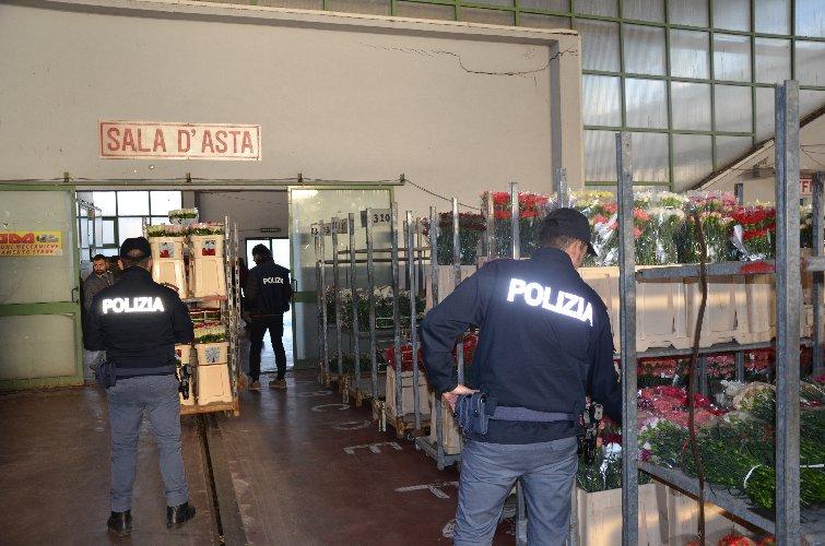 https://www.ragusanews.com//immagini_articoli/07-12-2018/illegalita-mercato-fiore-vittoria-500.jpg