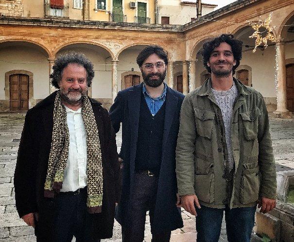 https://www.ragusanews.com//immagini_articoli/07-12-2018/luce-finita-fest-comiso-primo-festival-siciliano-luci-artista-500.jpg