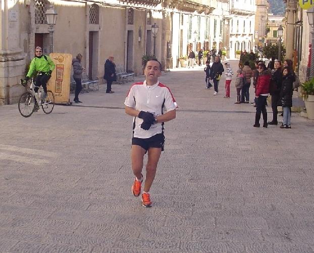 https://www.ragusanews.com//immagini_articoli/08-01-2012/lorenzo-sanzone-si-aggiudica-la-hybla-barocco-marathon-500.jpg