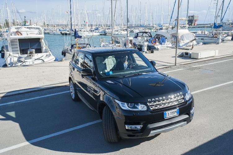 http://www.ragusanews.com//immagini_articoli/08-01-2015/range-rover-sport-uno-yacht-cui-puoi-chiedere-portami-a-casa-500.jpg