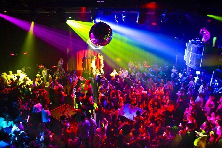 https://www.ragusanews.com//immagini_articoli/08-01-2018/ragusa-rissa-discoteca-arrestate-persone-500.jpg