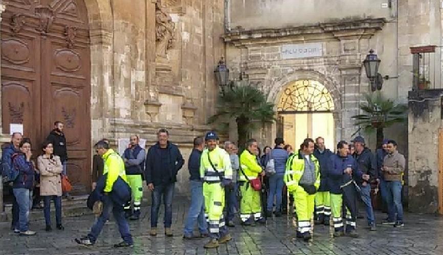 https://www.ragusanews.com//immagini_articoli/08-01-2019/decurtazione-stato-agitazione-lavoratori-servizi-modica-500.png