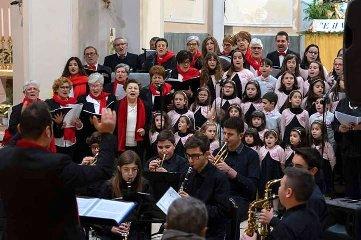 https://www.ragusanews.com//immagini_articoli/08-01-2020/a-santa-croce-si-e-cantato-il-natale-240.jpg