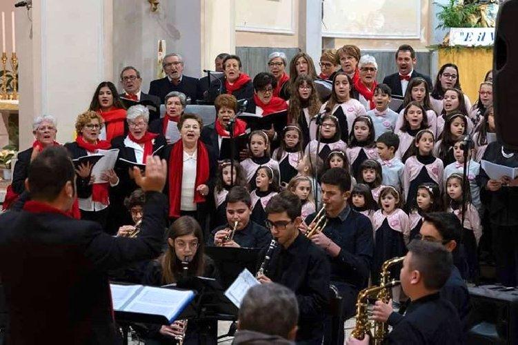 https://www.ragusanews.com//immagini_articoli/08-01-2020/a-santa-croce-si-e-cantato-il-natale-500.jpg