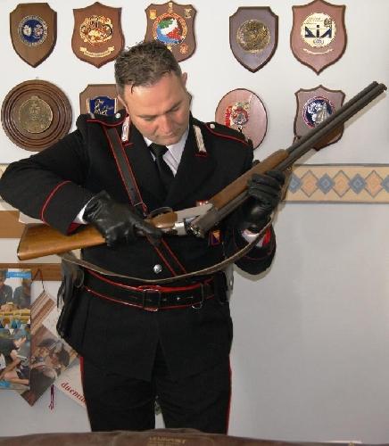 http://www.ragusanews.com//immagini_articoli/08-02-2014/76enne-picchia-la-moglie-e-tiene-il-fucile-di-riserva-500.jpg