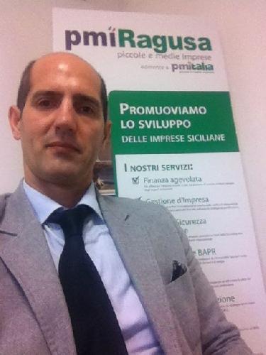 https://www.ragusanews.com//immagini_articoli/08-02-2014/lultimo-saluto-a-saro-di-modica-500.jpg