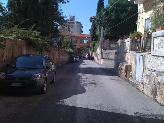 https://www.ragusanews.com//immagini_articoli/08-02-2014/trovato-morto-nella-sua-casa-di-via-nuova-santantonio-500.jpg