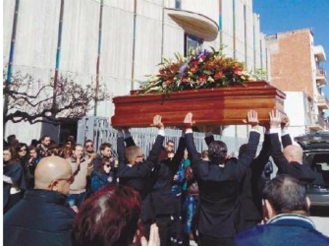 http://www.ragusanews.com//immagini_articoli/08-02-2016/celebrati-i-funerali-di-giuseppe-dezio-500.jpg
