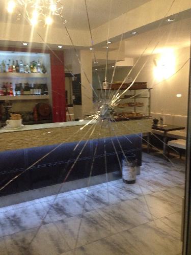 http://www.ragusanews.com//immagini_articoli/08-02-2016/distrugge-un-ristorante-cinese-e-minaccia-titolare-arrestato-500.jpg