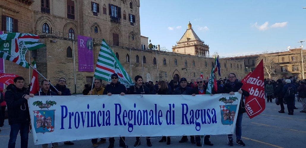 https://www.ragusanews.com//immagini_articoli/08-02-2019/protesta-palermo-dipendenti-province-500.jpg