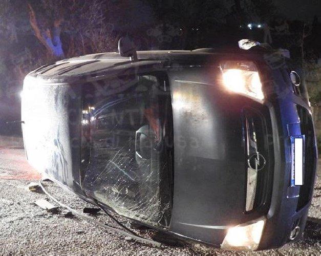 https://www.ragusanews.com//immagini_articoli/08-02-2020/scontro-ragusa-catania-auto-cappottano-ma-feriti-lievi-500.jpg