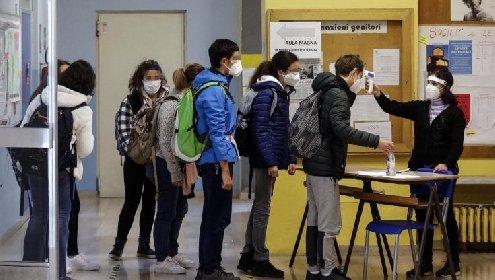 https://www.ragusanews.com//immagini_articoli/08-02-2021/sicilia-da-oggi-120mila-studenti-delle-superiori-tornano-in-classe-280.jpg