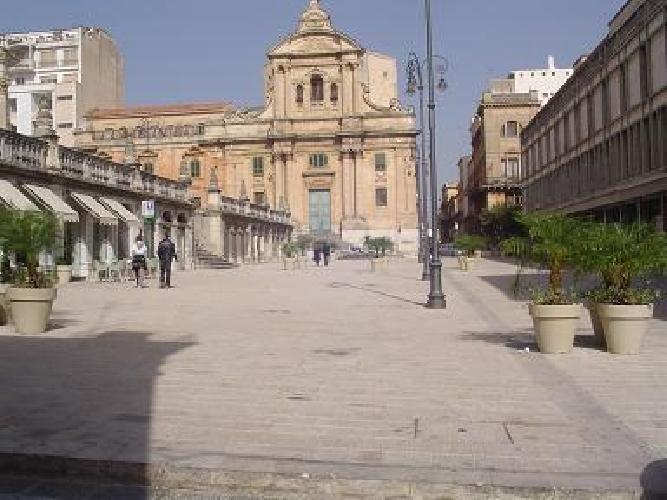 http://www.ragusanews.com//immagini_articoli/08-03-2016/affitto-locali-in-piazza-san-giovanni-500.jpg