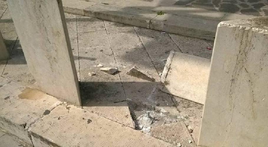 http://www.ragusanews.com//immagini_articoli/08-03-2017/atti-vandalici-centro-storico-ispica-500.jpg