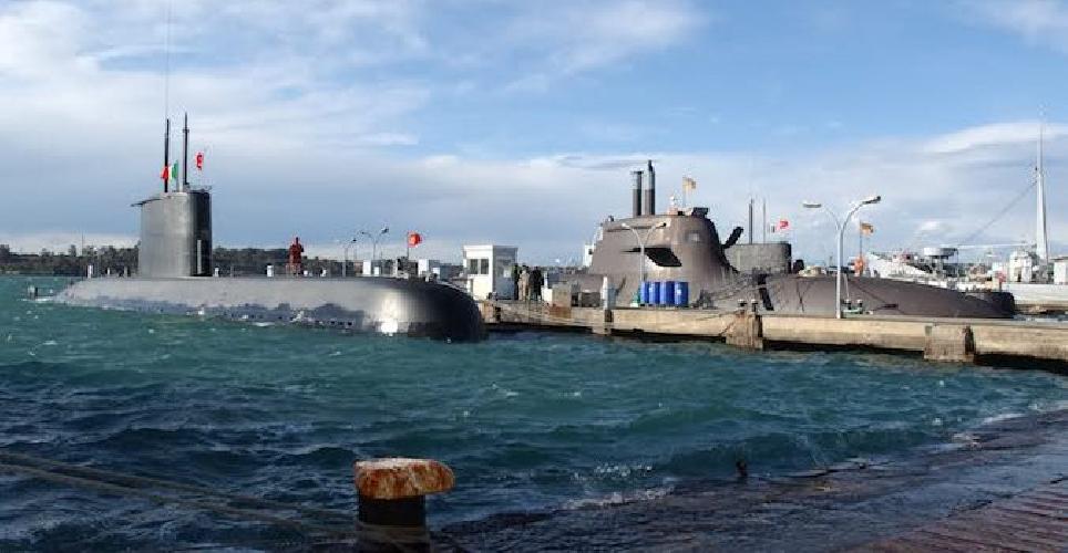http://www.ragusanews.com//immagini_articoli/08-03-2017/esercitazione-sommergibili-elicotteri-guerra-500.jpg