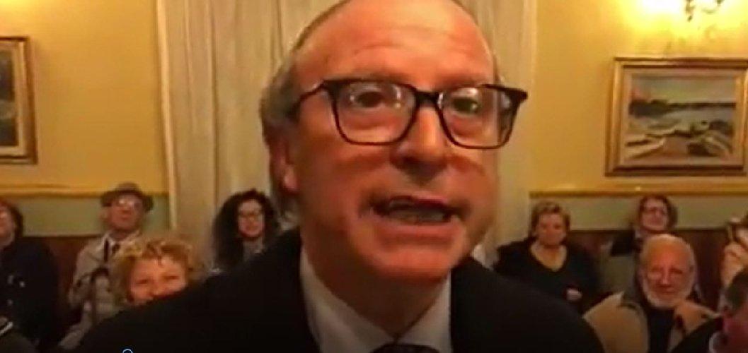 https://www.ragusanews.com//immagini_articoli/08-03-2018/signor-sindaco-gurrieri-ragusanews-schierata-chiaramonte-gulfi-500.jpg
