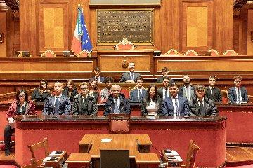 https://www.ragusanews.com//immagini_articoli/08-03-2019/istituto-dante-ragusa-giorno-senato-240.jpg