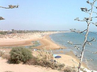 https://www.ragusanews.com//immagini_articoli/08-03-2019/rosolini-vuole-appropriarsi-spiaggia-ispica-polemica-240.jpg