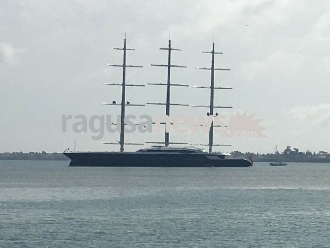 https://www.ragusanews.com//immagini_articoli/08-04-2018/maltese-falcon-barca-vela-grande-mondo-siracusa-500.jpg