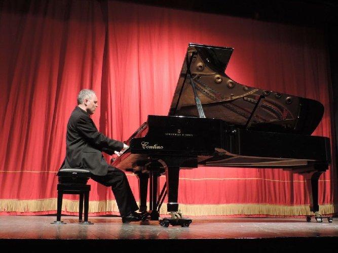 https://www.ragusanews.com//immagini_articoli/08-04-2018/pierre-laurent-boucharlat-ospite-melodica-ragusa-500.jpg