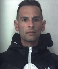https://www.ragusanews.com//immagini_articoli/08-04-2019/1554722897-i-cinque-arrestati-di-pachino-1-240.jpg