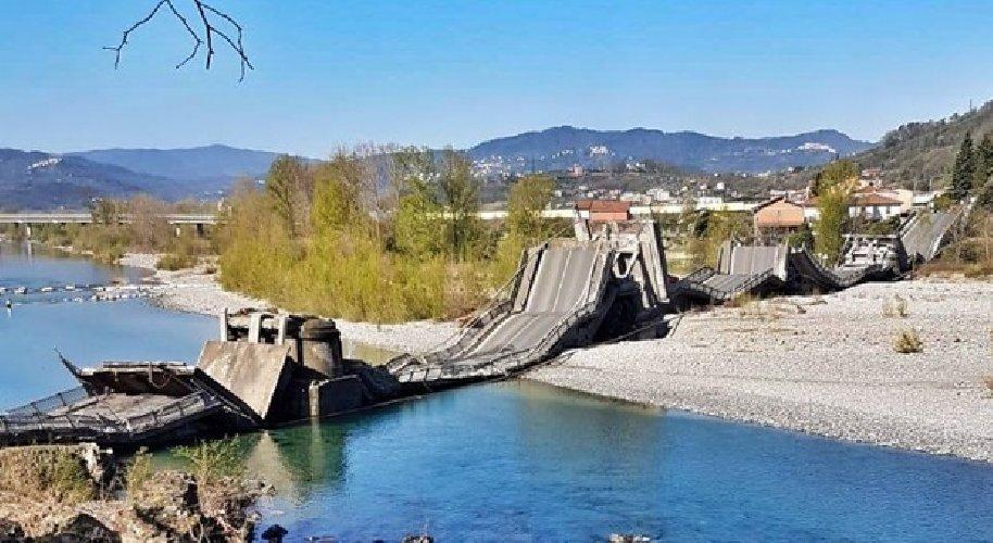 https://www.ragusanews.com//immagini_articoli/08-04-2020/dopo-l-incubo-morandi-crolla-un-ponte-coinvolto-un-furgone-500.jpg
