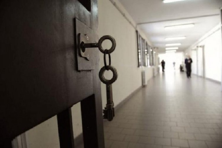 https://www.ragusanews.com//immagini_articoli/08-04-2021/in-cella-il-fratello-psichiatra-di-pietro-grasso-violenza-sulla-paziente-500.jpg