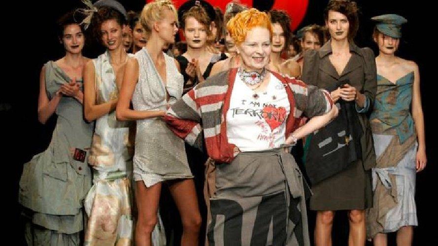 https://www.ragusanews.com//immagini_articoli/08-04-2021/vivienne-westwood-la-regina-iconica-della-moda-punk-compie-80-anni-500.jpg