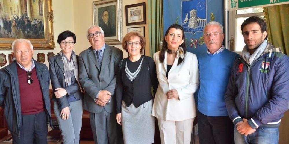 http://www.ragusanews.com//immagini_articoli/08-05-2014/al-via-i-preparativi-per-il-trofeo-del-mare-500.jpg