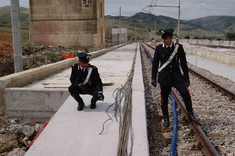 https://www.ragusanews.com//immagini_articoli/08-05-2017/rubano-cavi-rame-vittoria-gela-interrotto-traffico-ferroviario-500.jpg