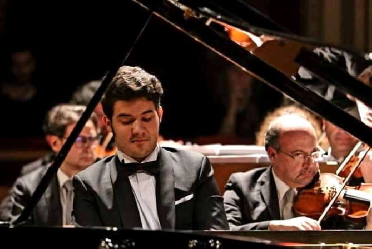 https://www.ragusanews.com//immagini_articoli/08-05-2019/nicolo-cafaro-e-chica-nagata-in-concerto-a-ragusa-500.jpg
