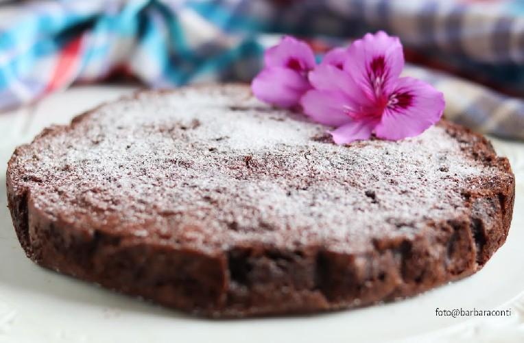 https://www.ragusanews.com//immagini_articoli/08-05-2020/1588970795-torta-di-riso-al-cioccolato-1-500.jpg