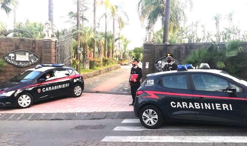 https://www.ragusanews.com//immagini_articoli/08-05-2021/matrimonio-con-23-invitati-arrivano-i-carabinieri-finisce-la-festa-500.jpg