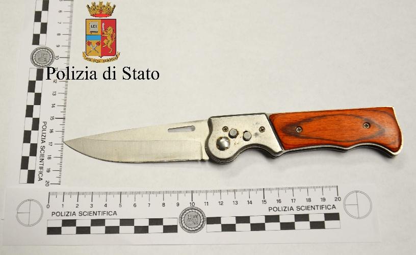 https://www.ragusanews.com//immagini_articoli/08-06-2017/coltello-marsupio-bloccato-allaeroporto-comiso-500.jpg