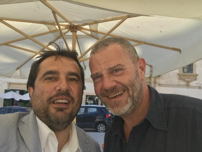http://www.ragusanews.com//immagini_articoli/08-06-2017/giulio-golia-granita-scicli-500.jpg