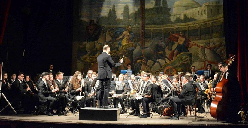 https://www.ragusanews.com//immagini_articoli/08-06-2018/lorchestra-liceo-musicale-verga-modica-garibaldi-500.jpg