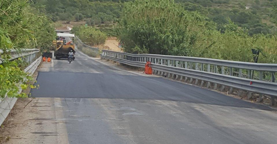 https://www.ragusanews.com//immagini_articoli/08-06-2018/vittoria-ripulito-letto-fiume-ippari-regolarizzata-viabilita-500.jpg