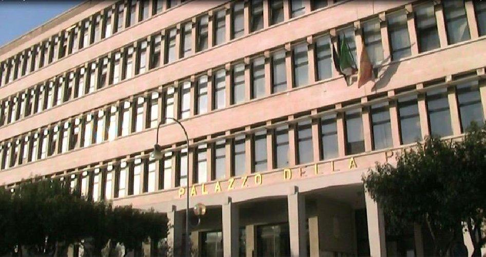 https://www.ragusanews.com//immagini_articoli/08-06-2019/ragusa-ex-provincia-sospese-dellufficio-elettorale-500.jpg