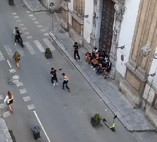 https://www.ragusanews.com//immagini_articoli/08-06-2021/il-ring-e-la-strada-boxe-in-via-maqueda-video-280.jpg