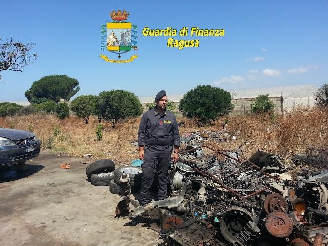 http://www.ragusanews.com//immagini_articoli/08-07-2014/finanza-denuncia-meccanico-marocchino-per-ricettazione-e-discarica-abusiva-500.jpg