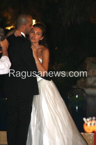 http://www.ragusanews.com//immagini_articoli/08-07-2014/scicli-mon-amour-elsa-mollien-si-sposa-zucchero-in-testa-alla-coppia-500.jpg