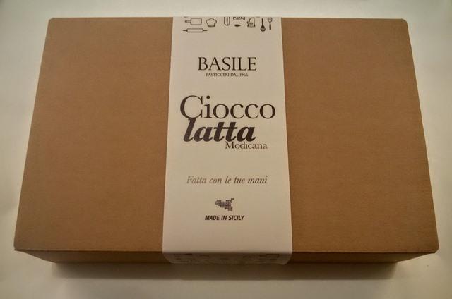 https://www.ragusanews.com//immagini_articoli/08-07-2015/1436379852-2-il-kit-per-fare-il-cioccolato-della-contea-di-modica.jpg