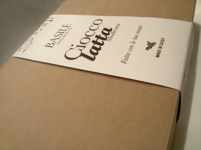 https://www.ragusanews.com//immagini_articoli/08-07-2015/1436380803-2-il-kit-per-fare-il-cioccolato-della-contea-di-modica.jpg