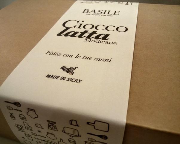 https://www.ragusanews.com//immagini_articoli/08-07-2015/1436380804-3-il-kit-per-fare-il-cioccolato-della-contea-di-modica.jpg