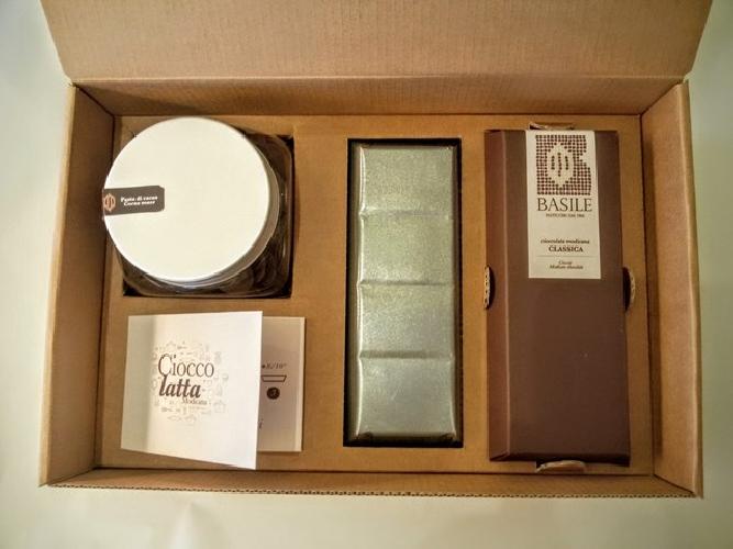 https://www.ragusanews.com//immagini_articoli/08-07-2015/il-kit-per-fare-il-cioccolato-della-contea-di-modica-500.jpg