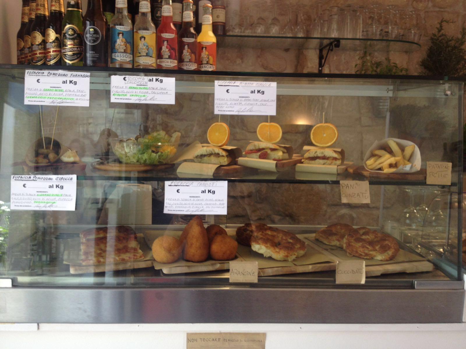 https://www.ragusanews.com//immagini_articoli/08-07-2016/1468003655-2-lo-street-food-in-via-mormina-penna.jpg