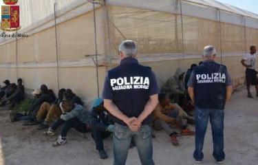 http://www.ragusanews.com//immagini_articoli/08-07-2017/caporalato-scarcerati-fratelli-busacca-240.jpg