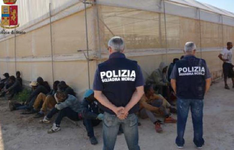 https://www.ragusanews.com//immagini_articoli/08-07-2017/caporalato-scarcerati-fratelli-busacca-500.jpg