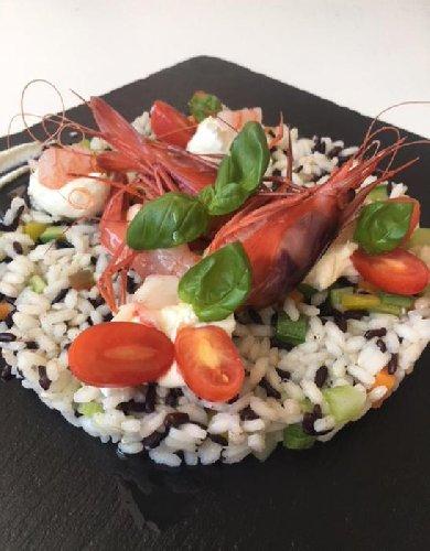 https://www.ragusanews.com//immagini_articoli/08-07-2018/insalata-riso-ricetta-gourmet-500.jpg
